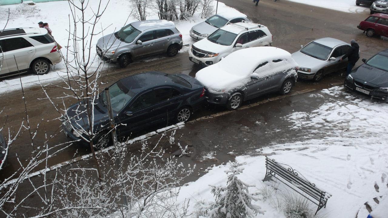 Жители Твери делятся впечатлениями о любителях парковаться впритык