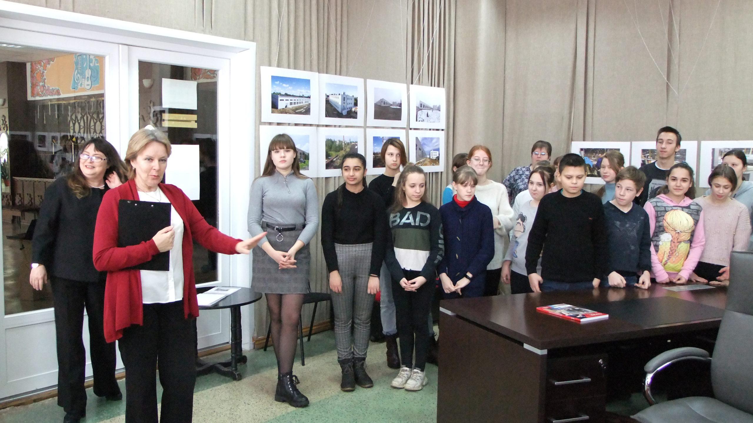 Торопецким школьникам показали, где делают мебель для российских и европейских офисов