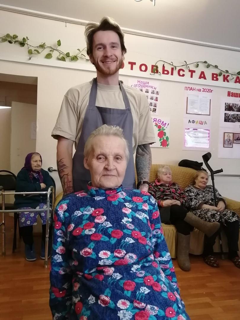 Тверские парикмахеры подарили сельскому дому-интернату красоту
