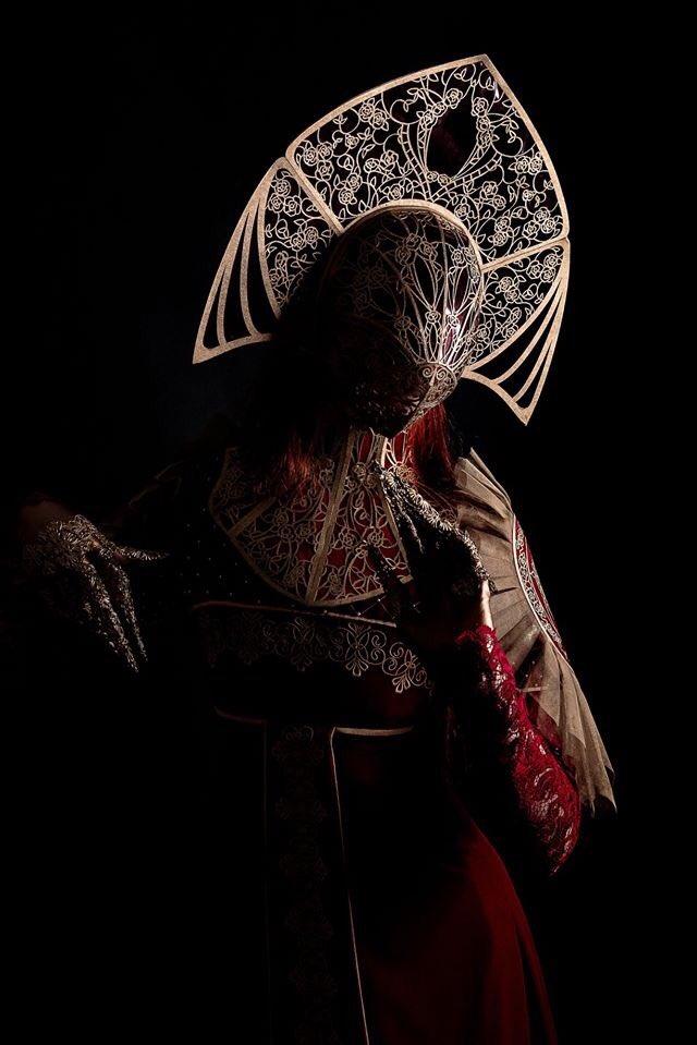 Тверская швея-ролевик прокомментировала французский костюм в славянском стиле