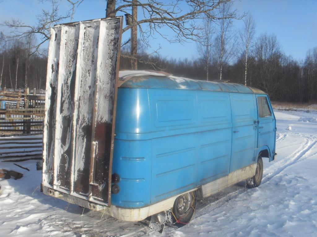 Житель Тверской области создал автомобиль для коровьих свадеб