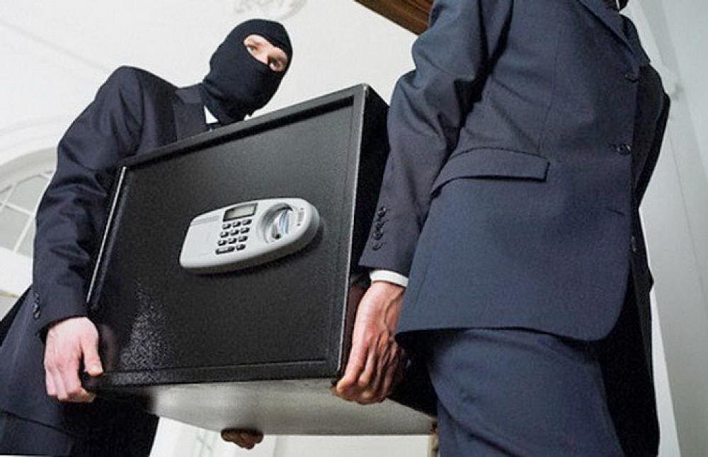 Стальной ящик с деньгами рецидивисты похитили из магазина в Твери