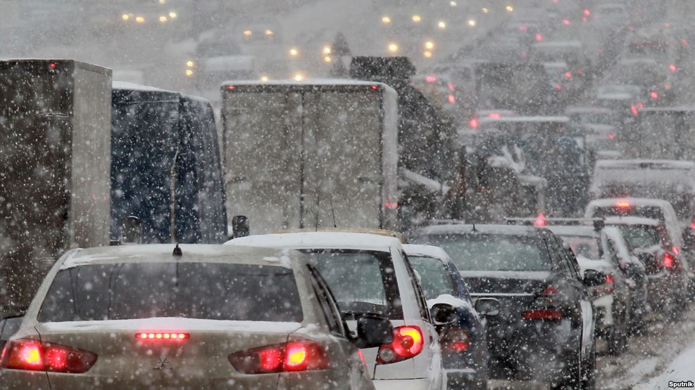 В Твери образовались пробки из-за снегопада