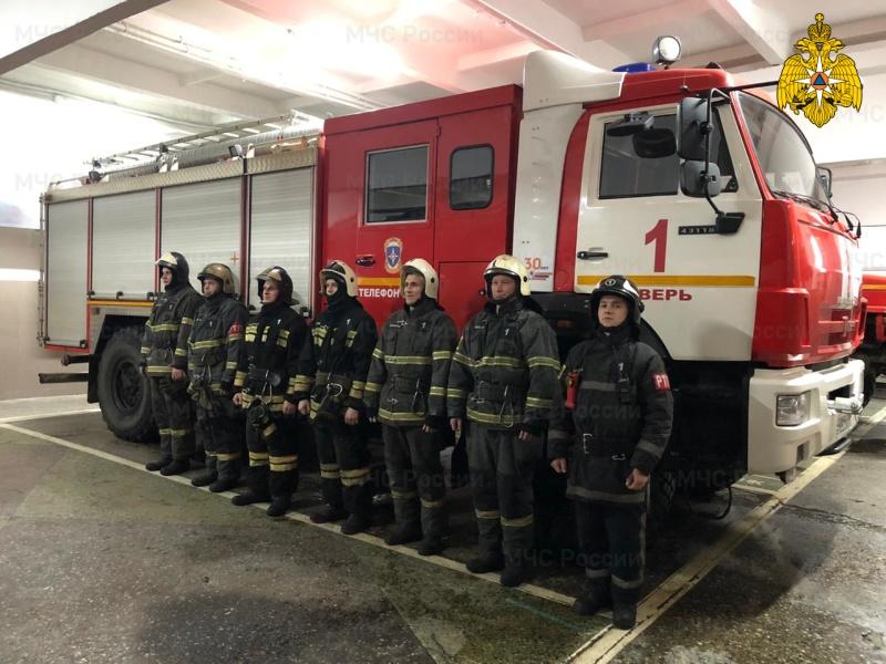 В Твери пожарные спасли мужчину из огня