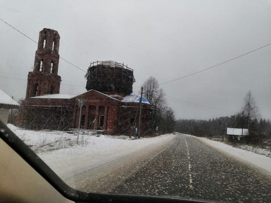 В Тверской области волонтеры своими силами восстанавливают храм