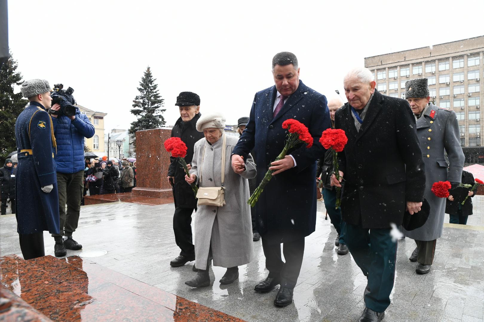 Игорь Руденя  возложил цветы к стеле «Город воинской славы» в Твери