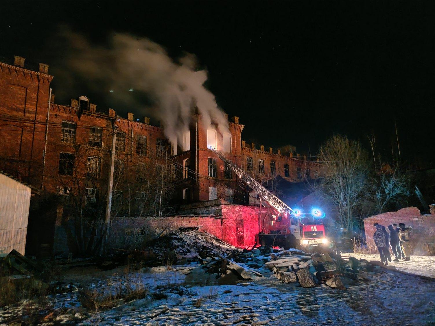 В Тверской области загорелась историческая мануфактура