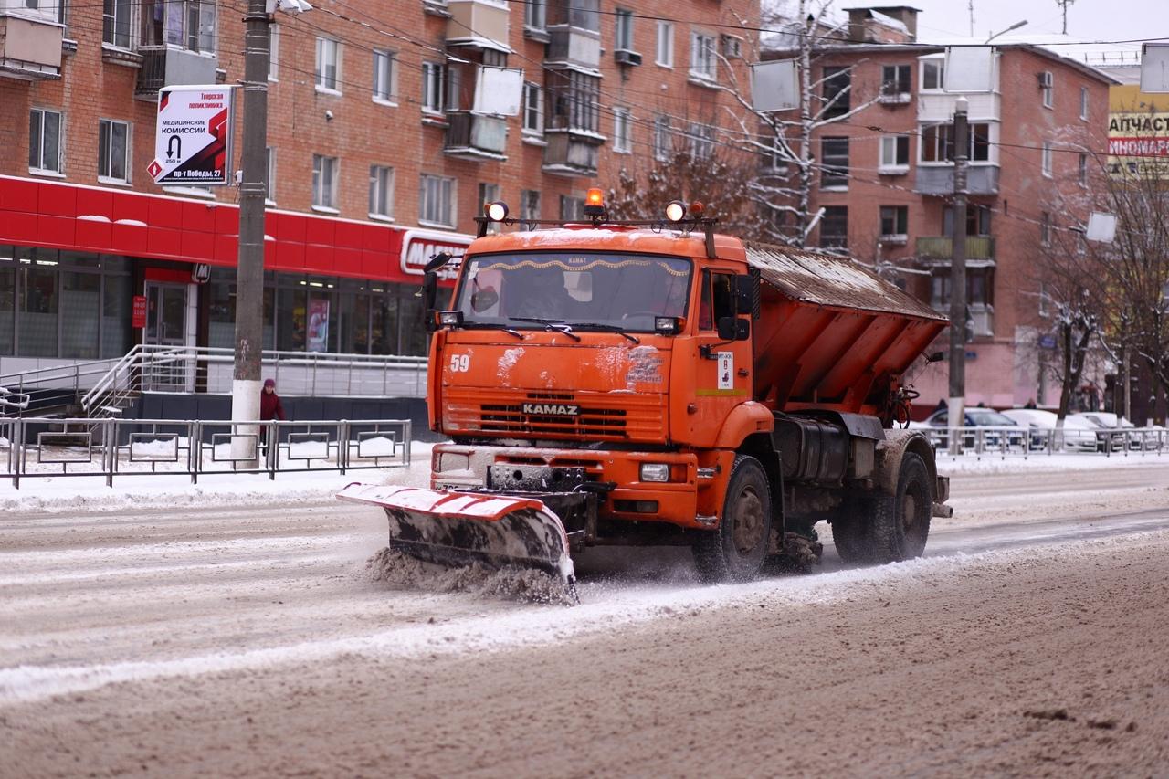 На расчистку дорог Тверской области вышло 250 единиц техники