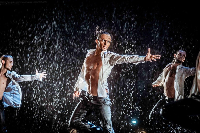 Танцоры из Петербурга устроят для жительниц Твери шоу под дождем