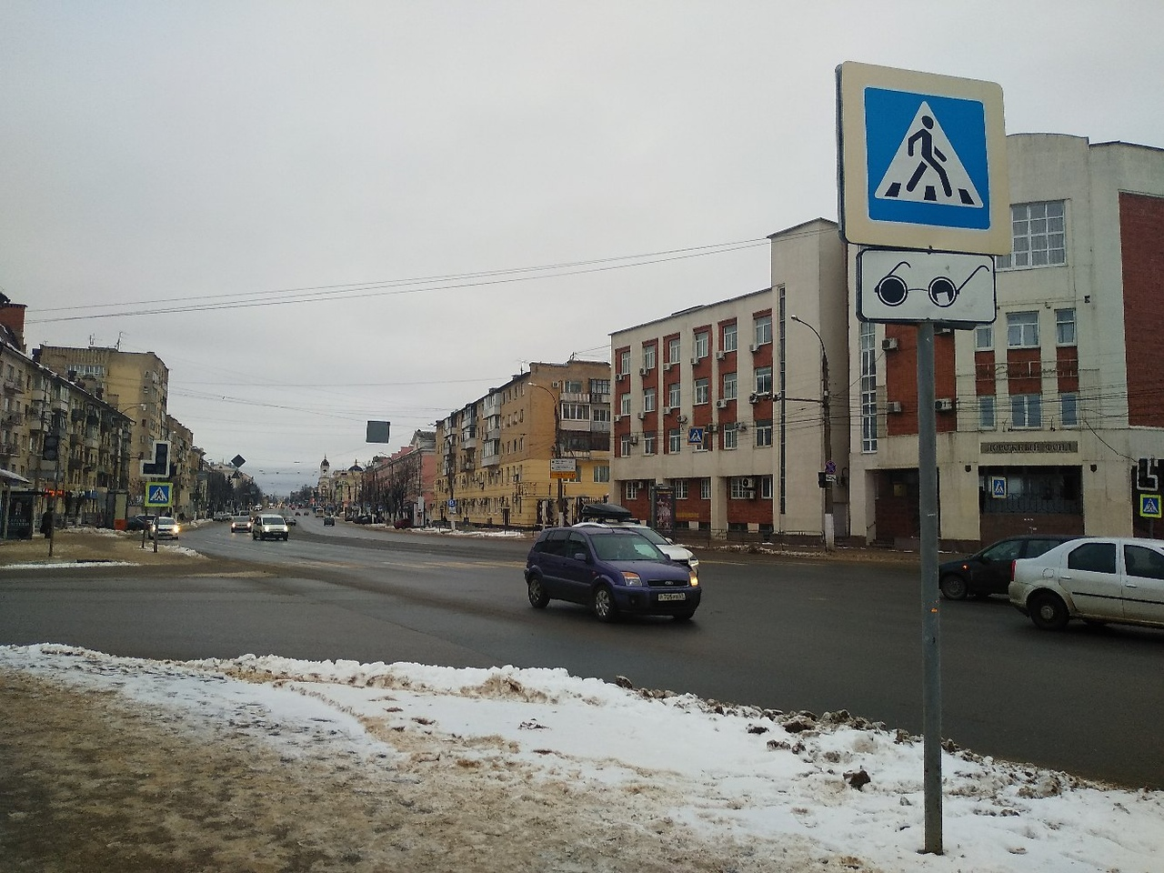 На оживленном перекрестке в центре Твери не работает светофор