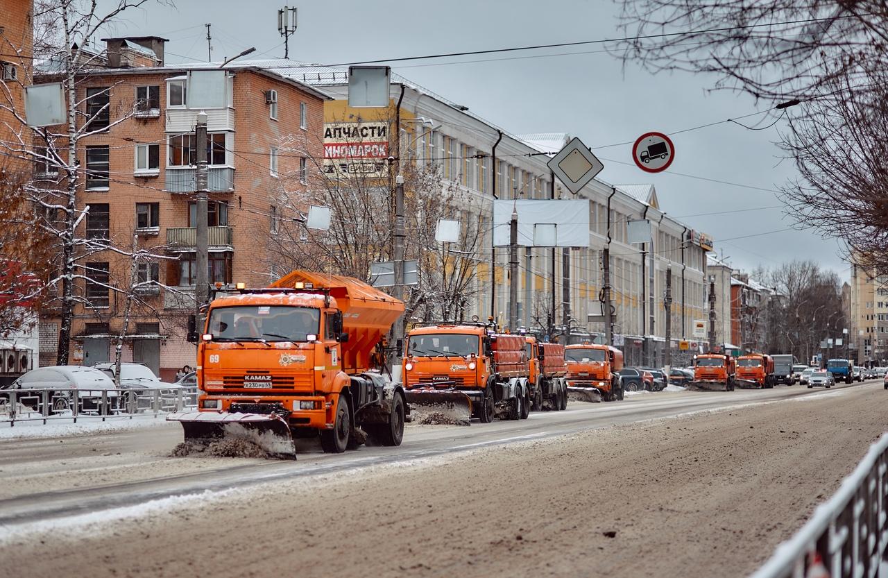 Тверские дорожники круглые сутки чистят город от снега