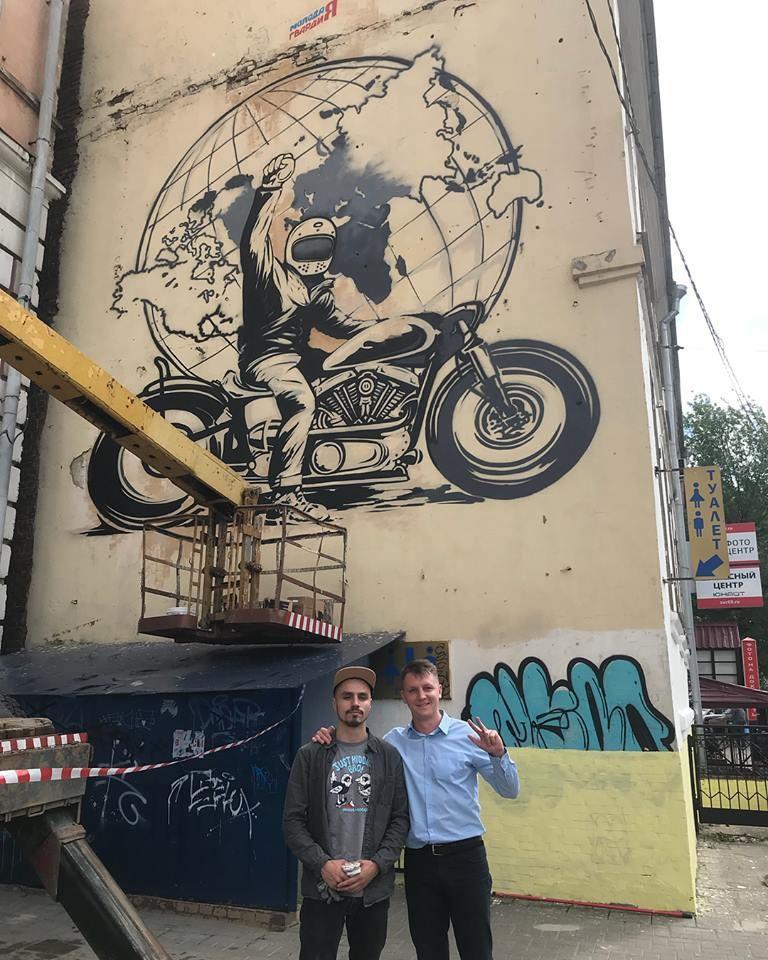 Художник, объехавший мир на мотоцикле, нарисует в Твери гигантский портрет Михаила Круга