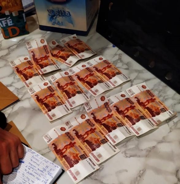 Гостей из Москвы поймали в Твери с фальшивыми деньгами