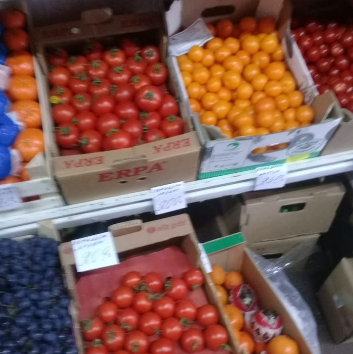 В Ржеве на рынке томатами и мандаринами торговали с нарушениями