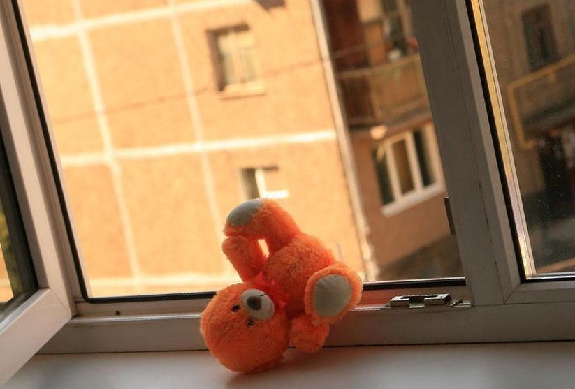 Маленький мальчик выпал из окна в Твери