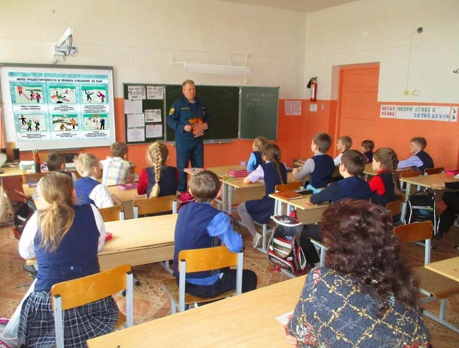 В сандовской школе прошел урок ОБЖ с сотрудником МЧС