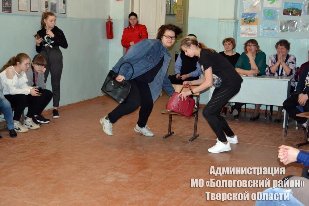Школьницы прошли курс молодой хозяюшки в «Бологое-2»