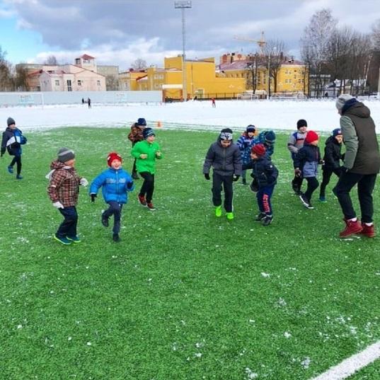 Юные тверские футболисты продолжают тренировки на природе