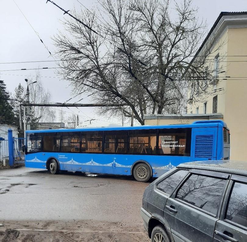 Жители Твери заметили новую модель синего автобуса