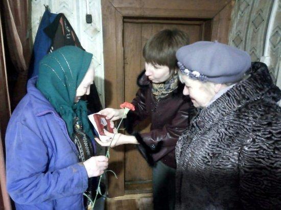 Труженикам тыла вручили юбилейные медали в Тверской области