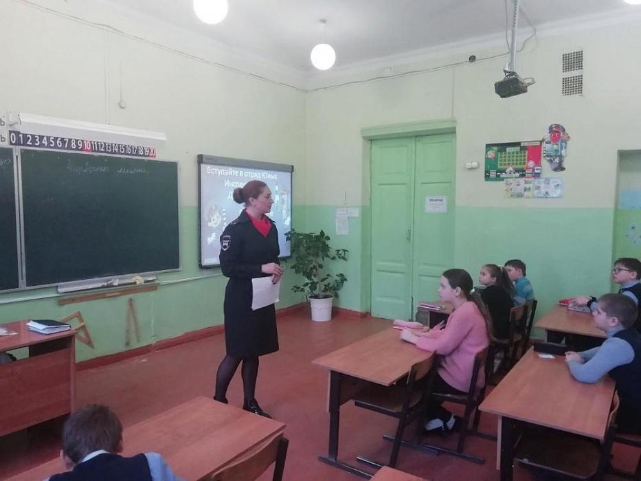 Школьникам Бологовского района рассказали историю создания движения ЮИД