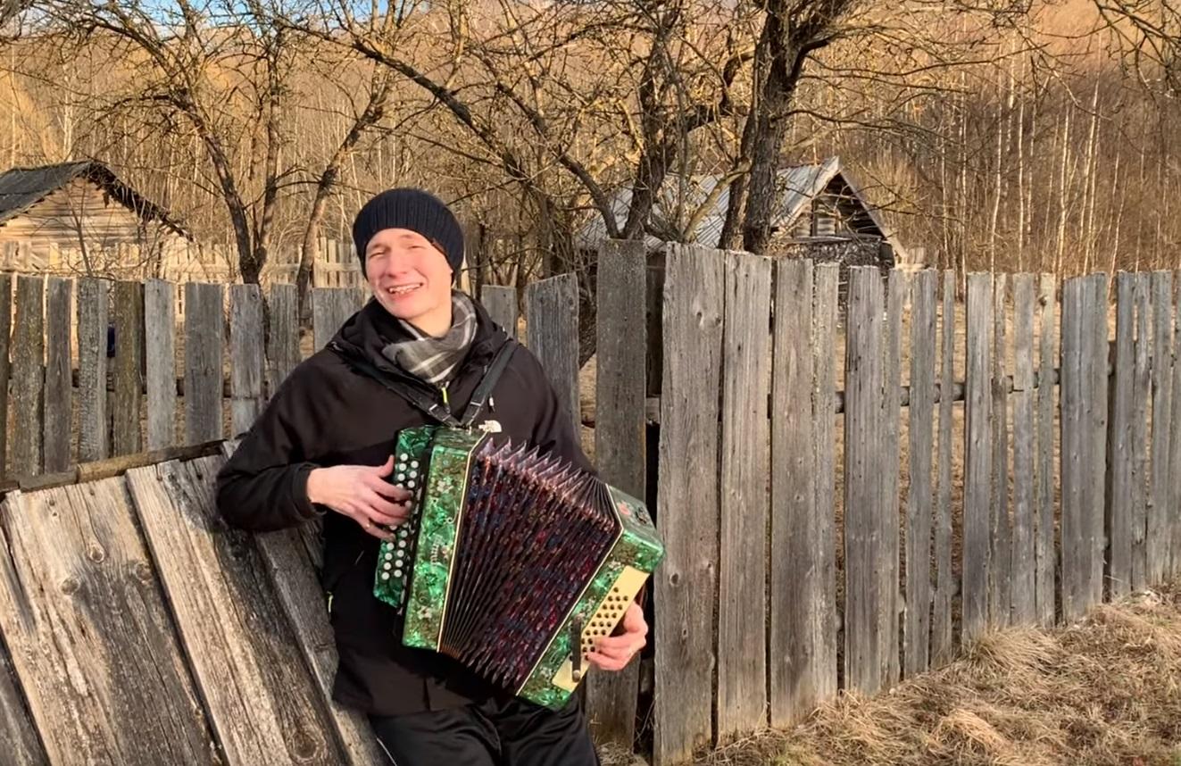 Парень из Тверской области написал песню против коронавируса