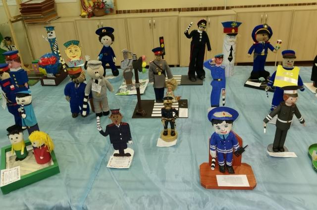 87 игрушечных полицейских были сделаны детьми на конкурсе в Тверской области