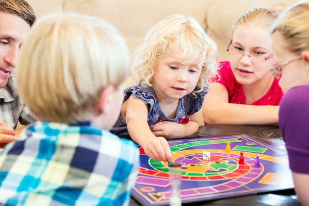 Оставайтесь дома: чем занять ребенка на карантине