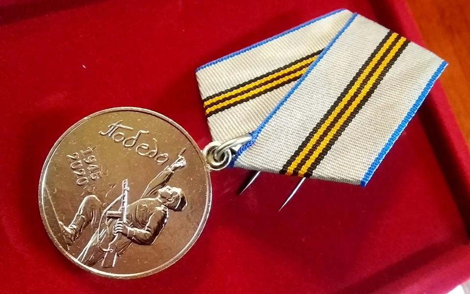 В Нелидово ветеранам продолжают вручать юбилейные медали