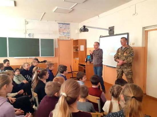 Школьники и студенты Тверской области встретились с поисковиками
