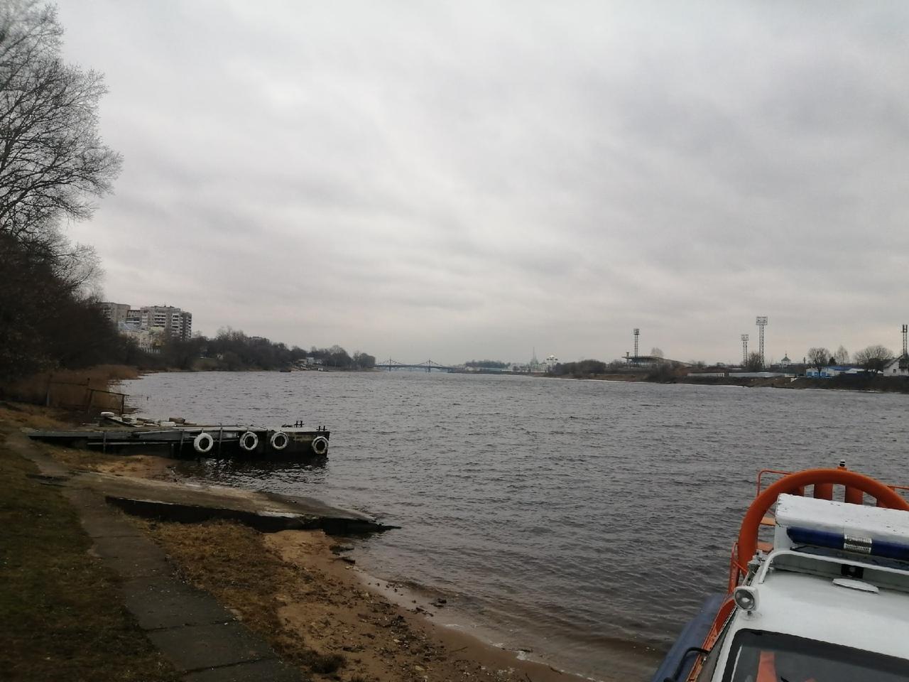 Сотрудники МЧС искали в Твери отчаянных рыбаков и беспечных детей