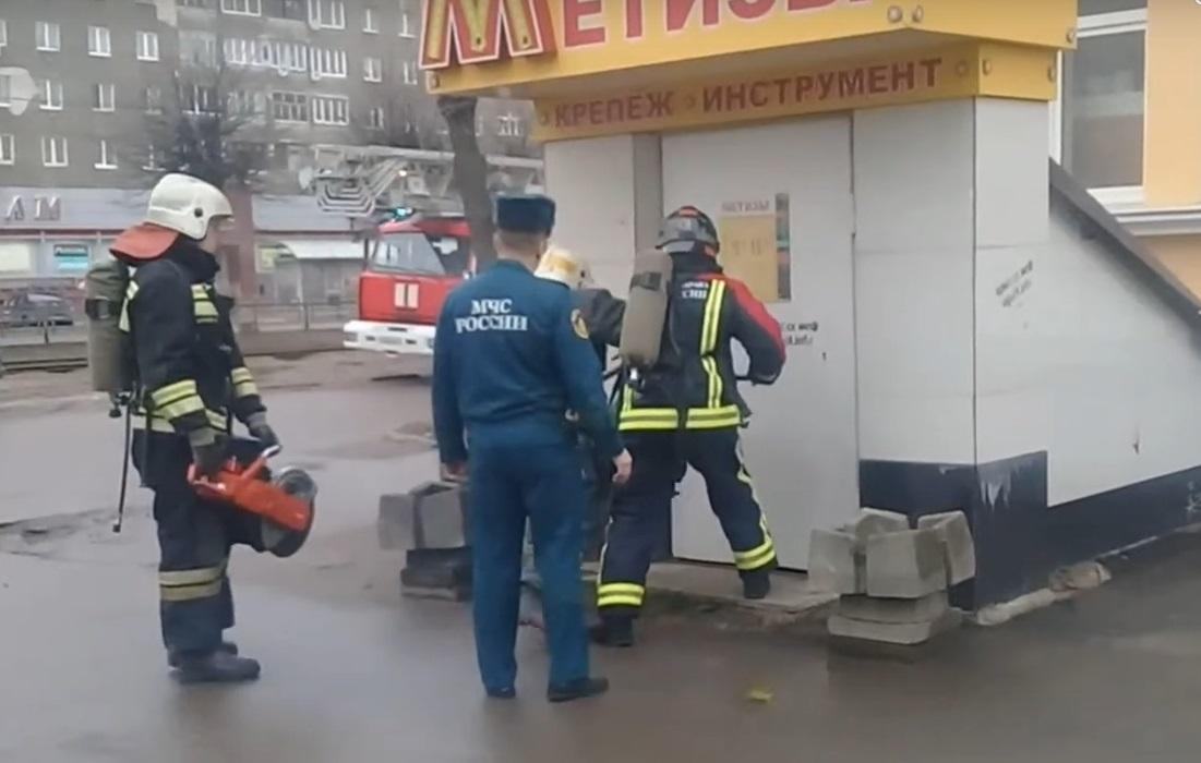 В Тверской области несколько бригад пожарной части тушили сильный пожар