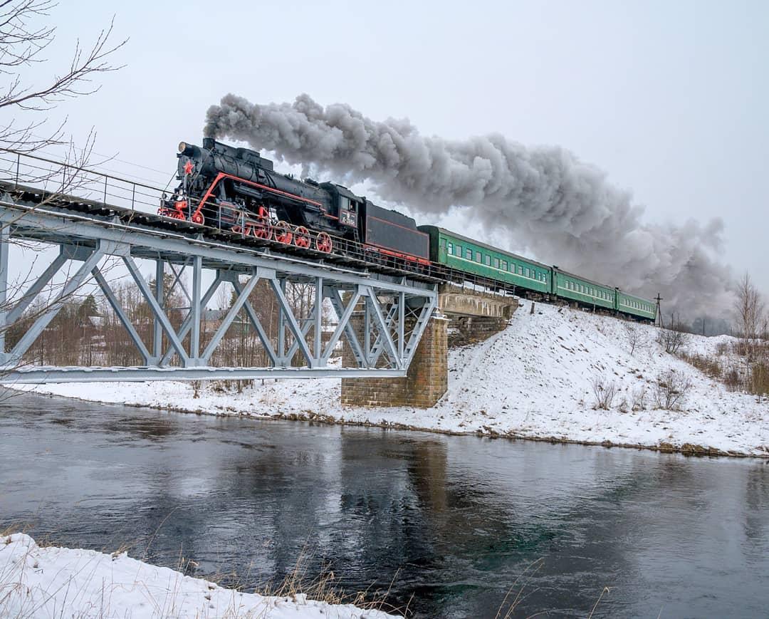 Исторический паровоз был снят на видео в Тверской области во всей своей паровой красе