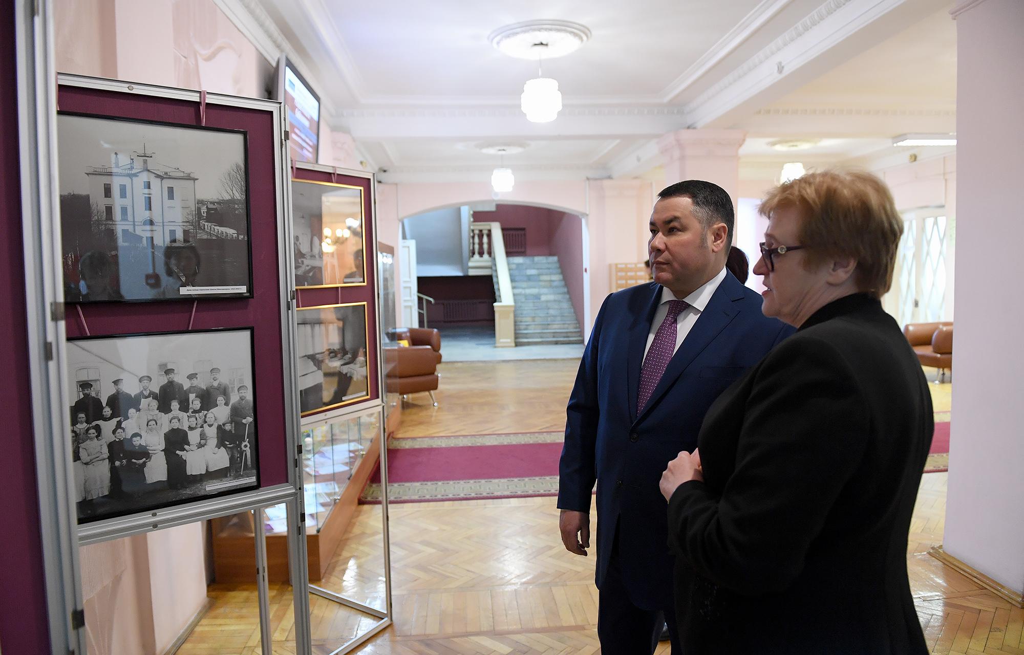 Игорь Руденя поздравил сотрудниц библиотеки с предстоящим Международным женским днём