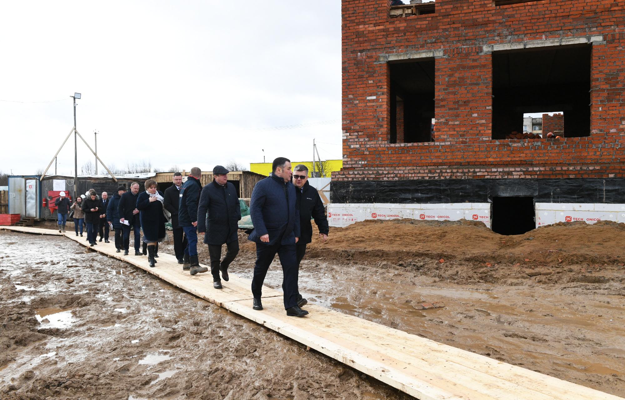 Игорь Руденя осмотрел строящийся детский сад в Торжке