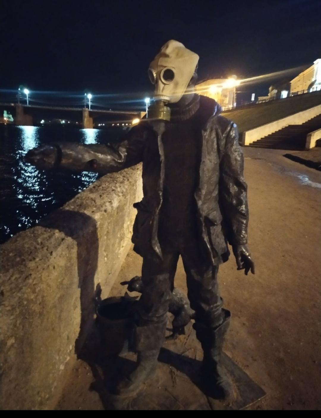 В Твери появилась скульптура в противогазе