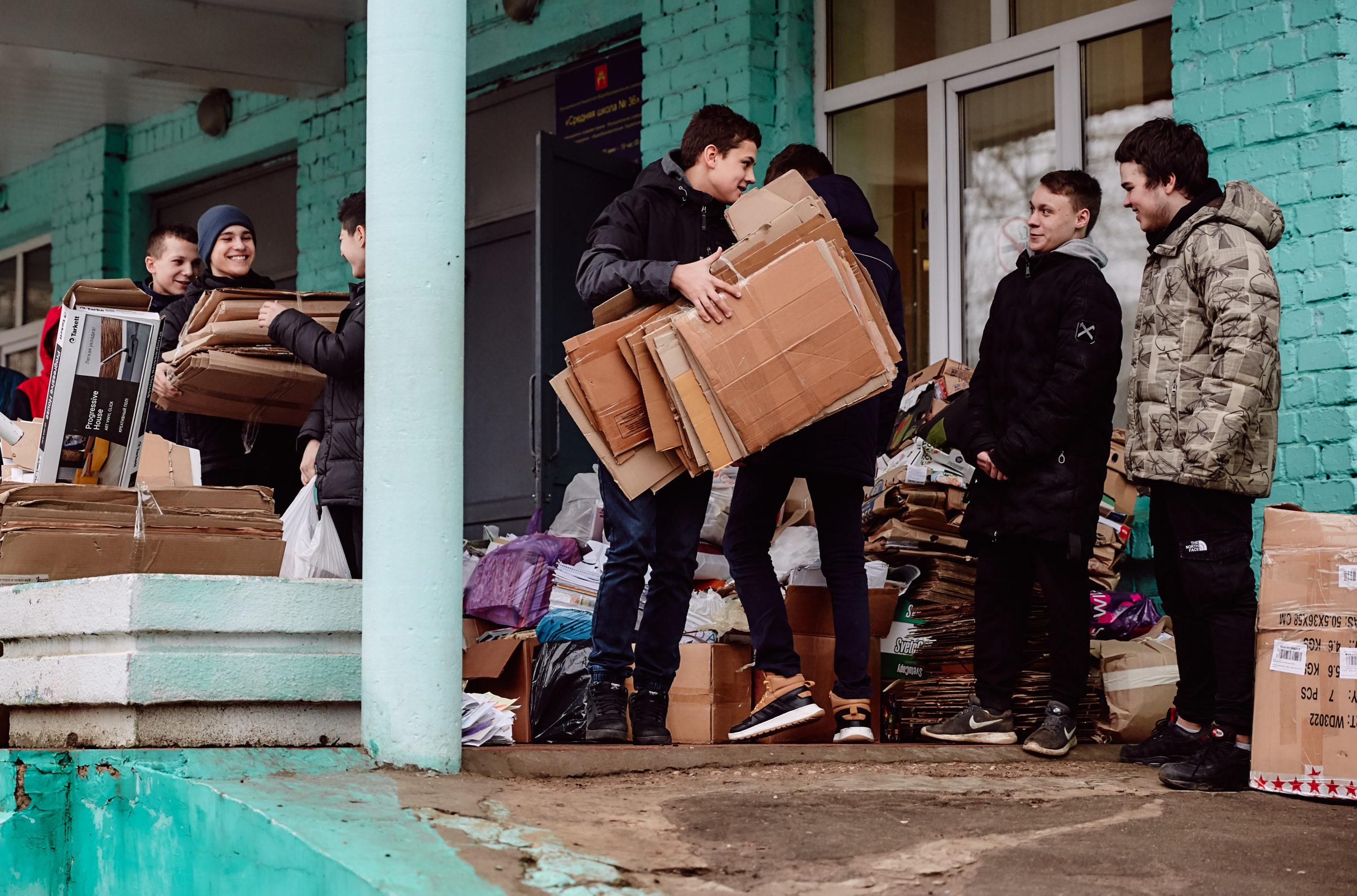 Тверские школьники собрали 200 тонн макулатуры для поддержки кино