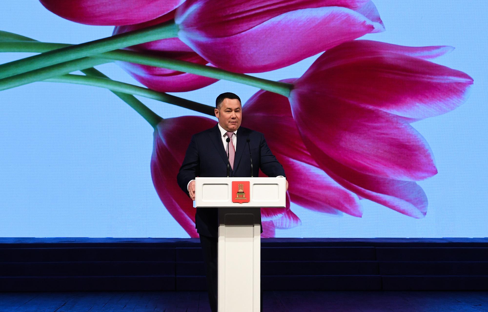 Губернатор Игорь Руденя поздравил женщин с 8 марта