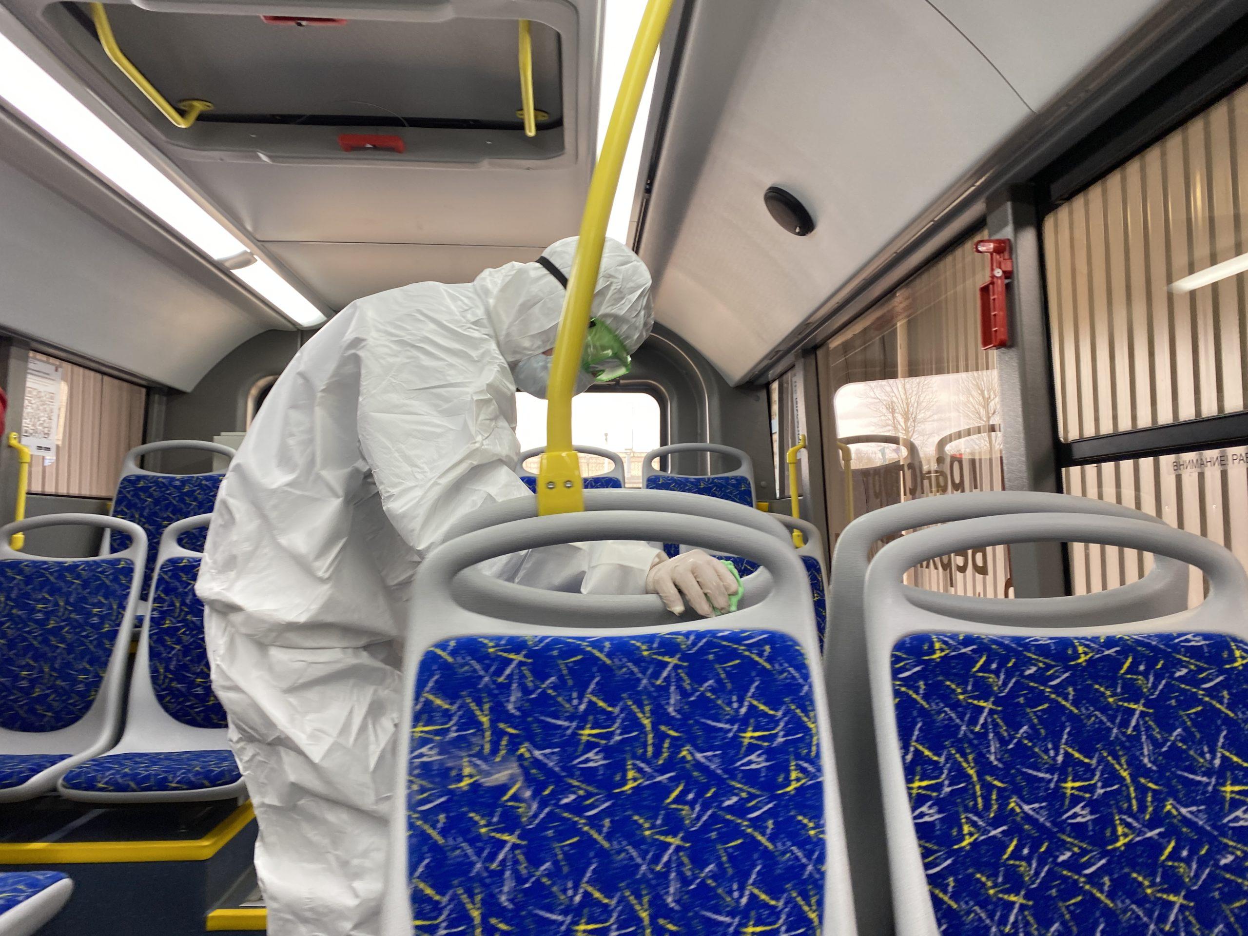 Синие автобусы начали тщательно дезинфицировать в Твери