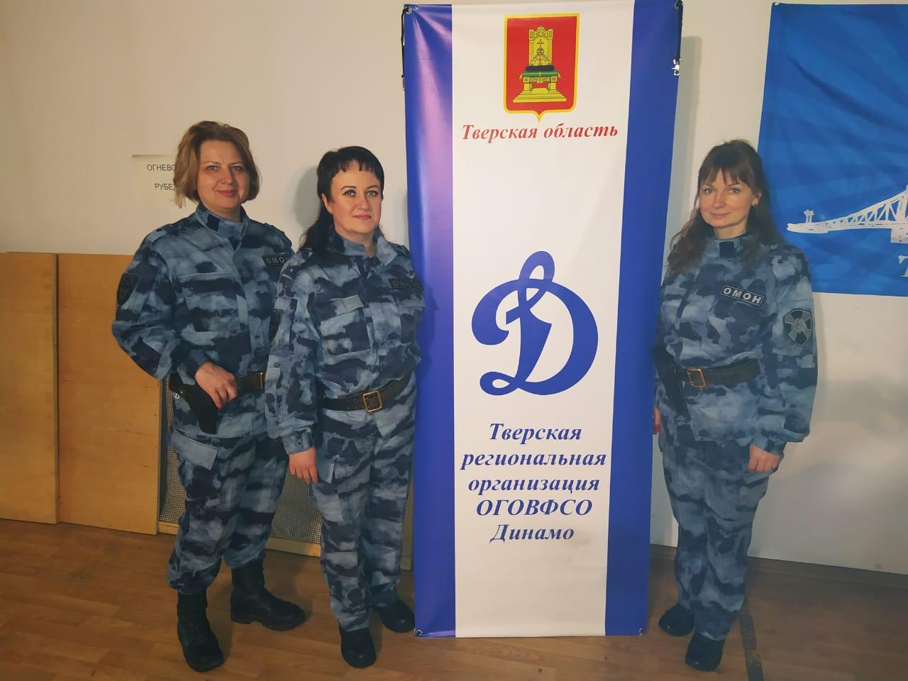 Тверские женщины в погонах накануне 8 марта сразились в меткости