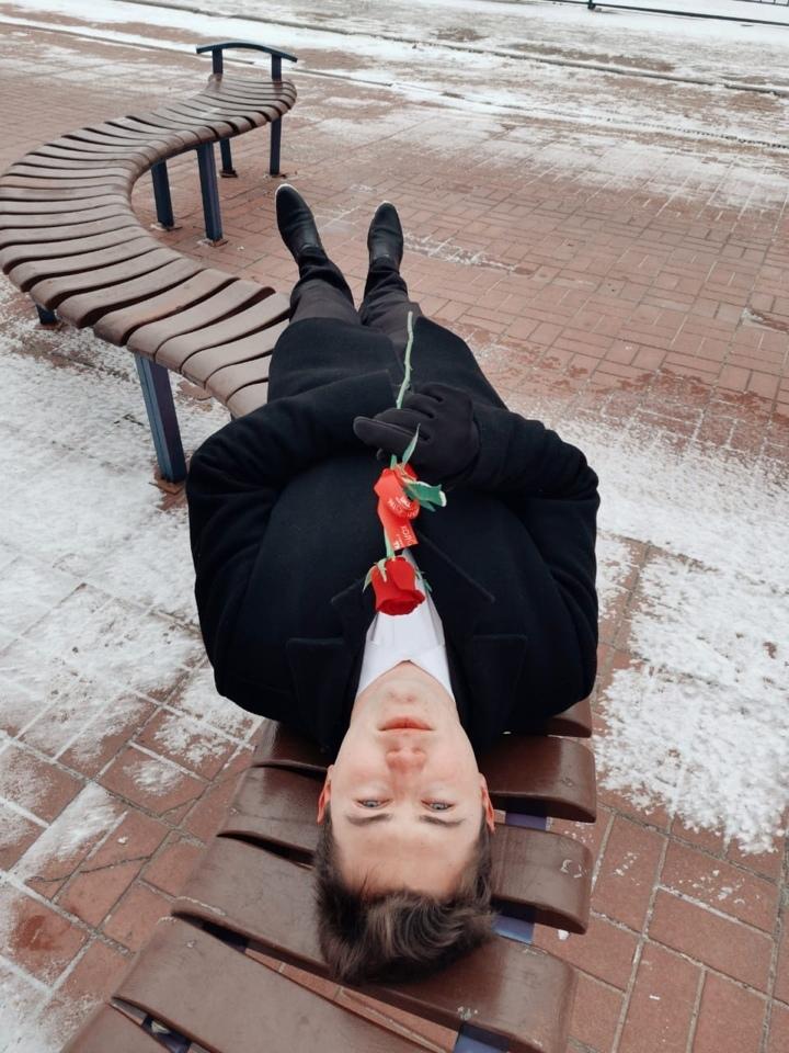 Холостяки и шоу на ТНТ подарили девушкам розы в Твери