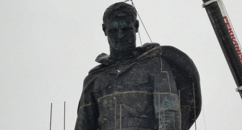 На площадке Ржевского мемориала установили листы, где будут запечатлены имена красноармейцев