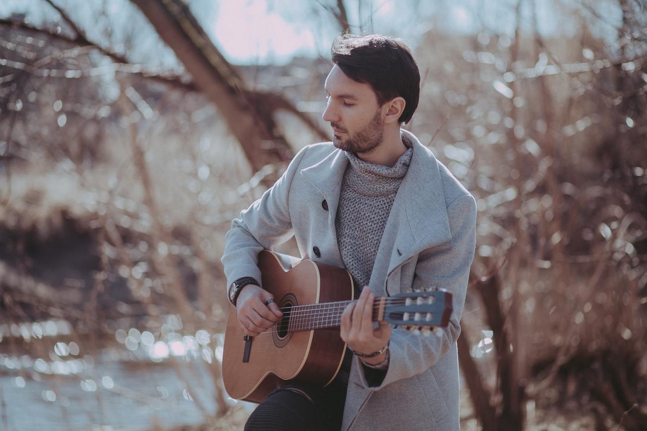 Известный певец Евгений Окунев приглашает жительниц Твери на романтическое свидание