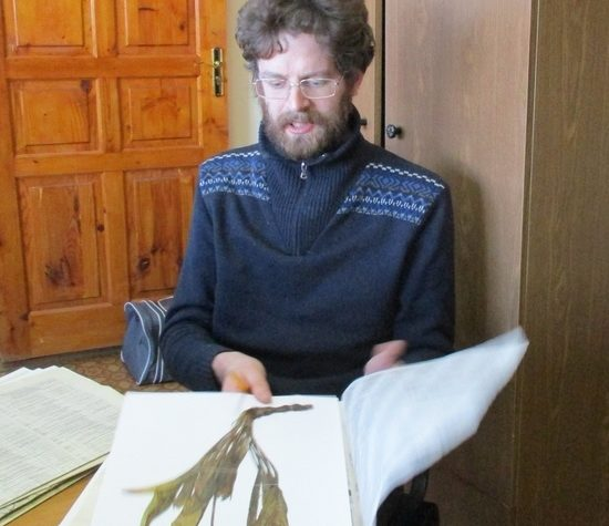 Ученый из Санкт-Петербурга приехал посмотреть на гербарий из Тверской области