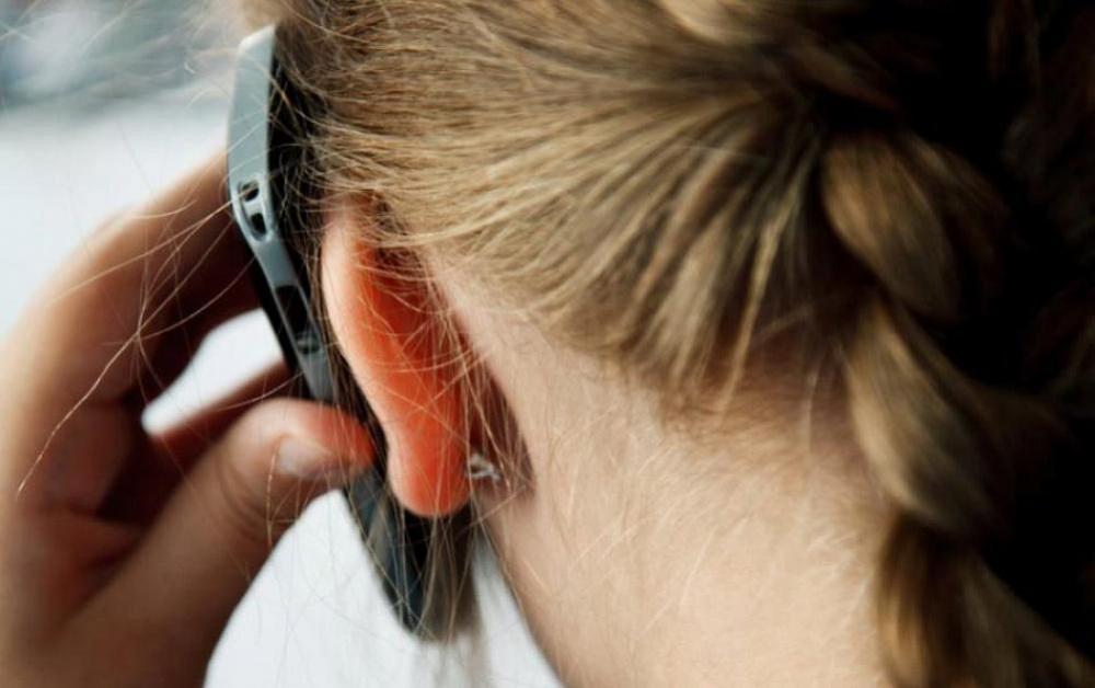 Жителям Тверской области напомнили, куда звонить, если ребенок в опасности