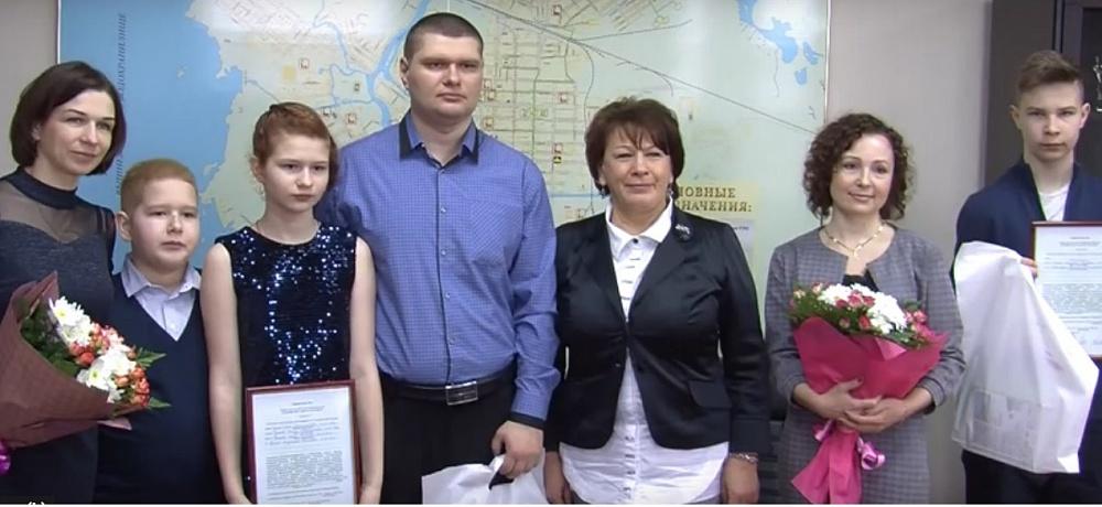 В Тверской области молодым семьям вручили жилищные сертификаты
