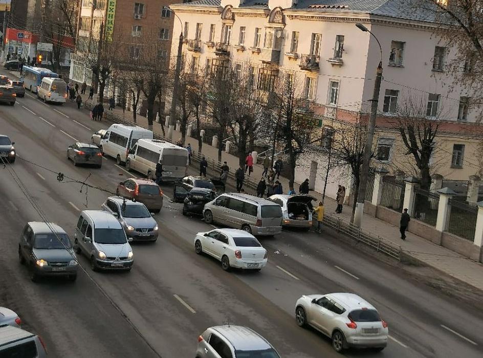 На оживленной улице Твери произошло массовое ДТП