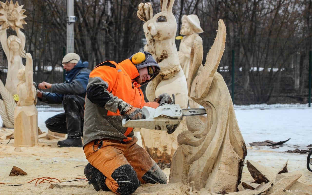 Фестиваль резчиков по дереву «Лесная сказка» в Тверской области открыл таланты