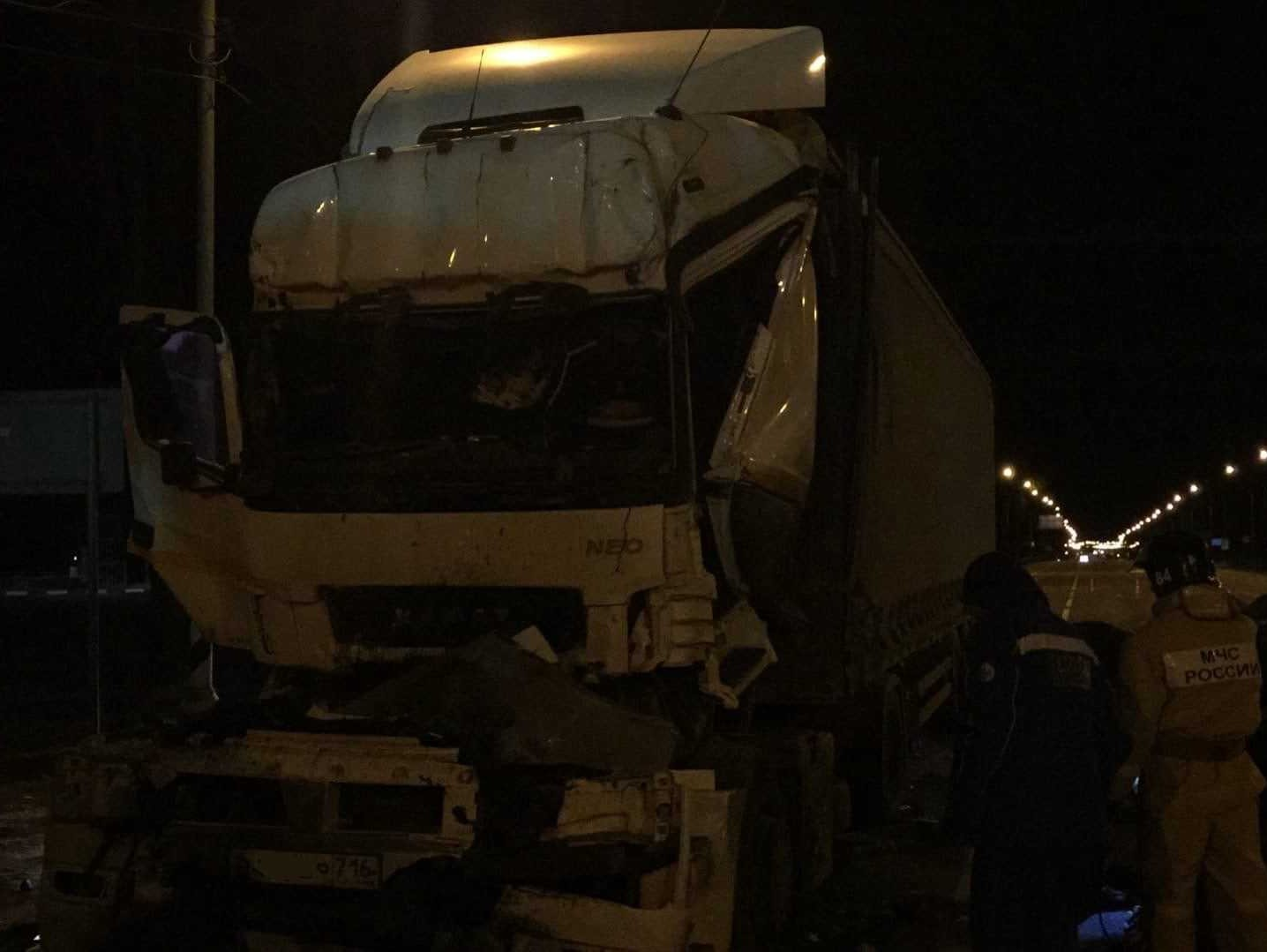 На трассе М10 в Тверской области погиб дальнобойщик