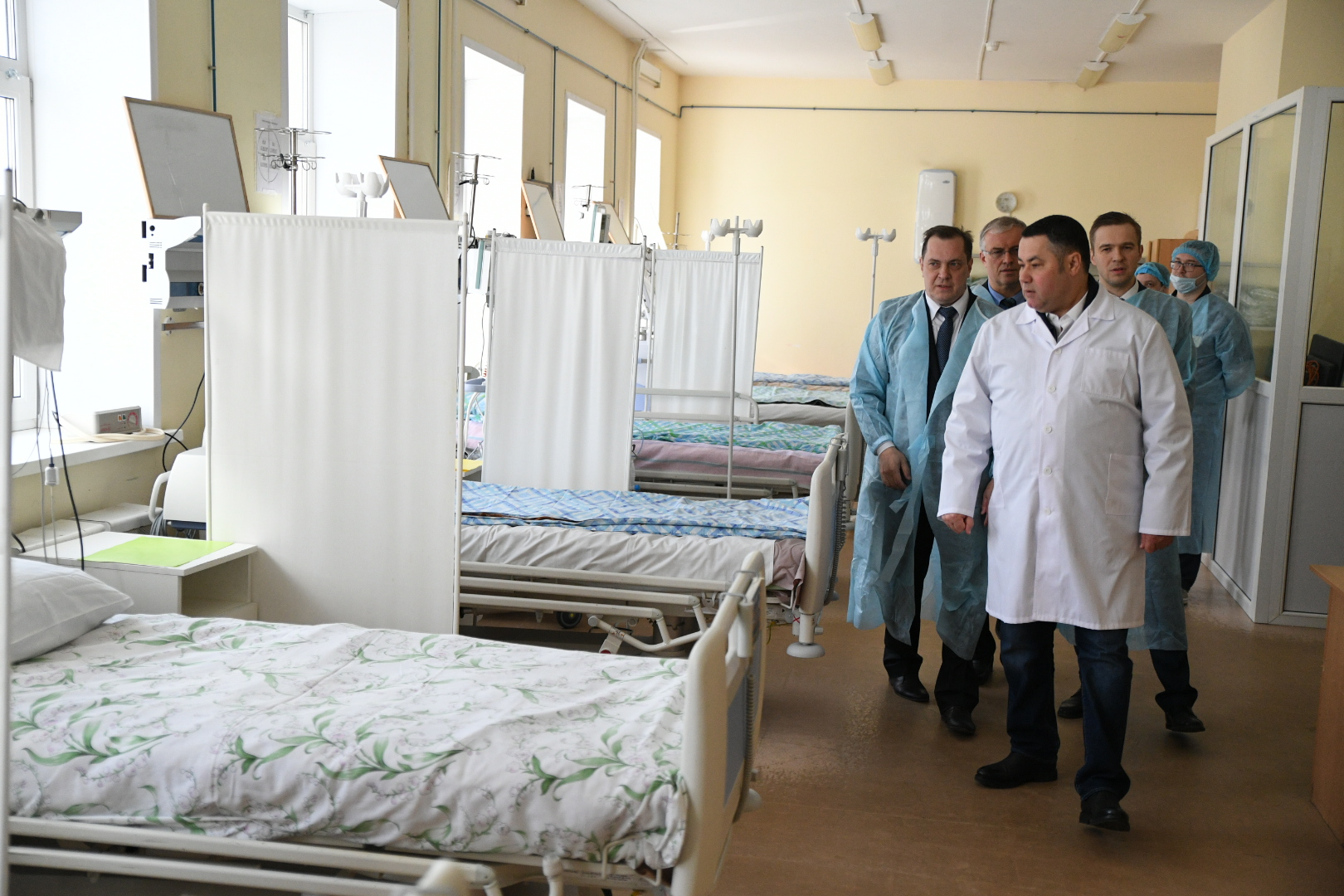 Игорь Руденя осмотрел оборудование для диагностики пациентов с коронавирусной инфекцией в Твери